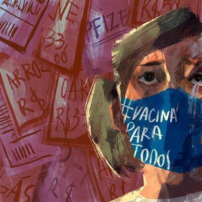Mulher de máscara cercada por cartazes sobre preço de alimentos e de vacinas